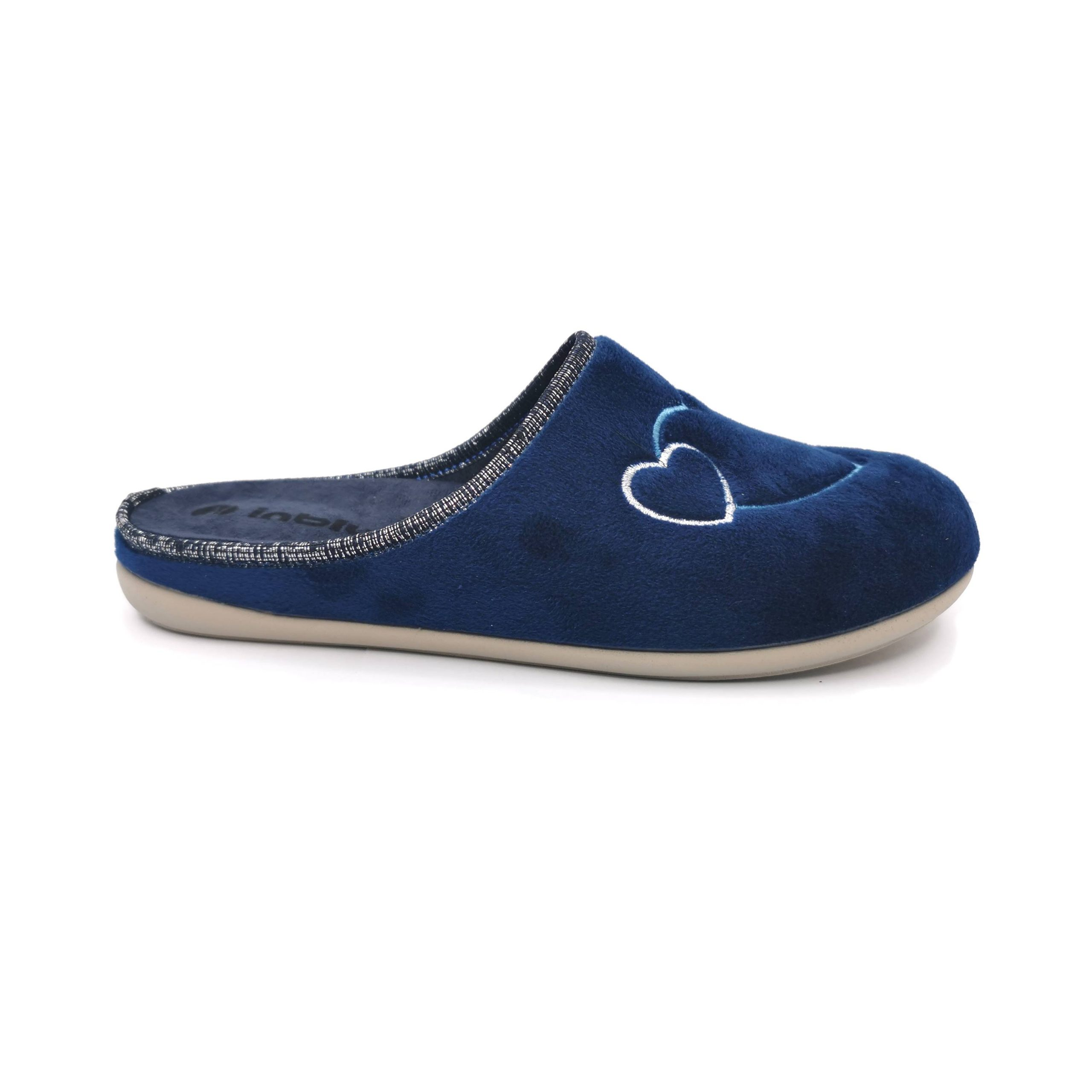 Inblu pantofola donna di colore blu con fantasia a cuori ricamati.